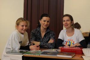 Spokojné organizátorky Janka Mrlianová a Michaela Kubíková s malou posilou Zuzkou.